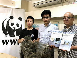 (From left to right) Ken Yip, Researcher, Sate Key Laboratory of Marine Pollution, City University of Hong Kong; Dr Patrick Yeung, Manager, Oceans Conservation, WWF-Hong Kong; CL Lam, Director of OOObject