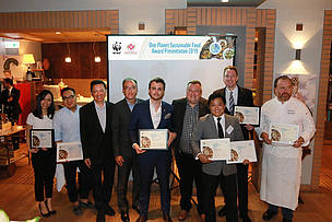 (Left 3) Mr Bernard Kong, President of Hong Kong Society of Medical Professionals, (Left 4) Mr Philip Mok, Executive Committee member of WWF-Hong Kong and (Right 4) Mr Peter Cornthwaite, CEO of WWF-Hong Kong together with all awardees